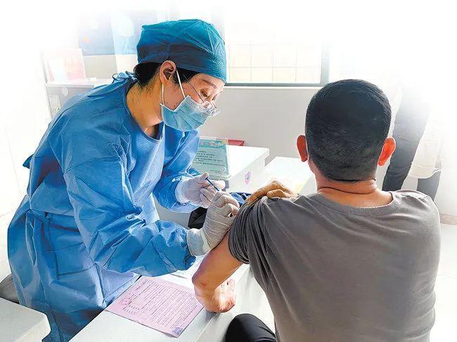 注射新冠疫苗选择哪个厂家合适