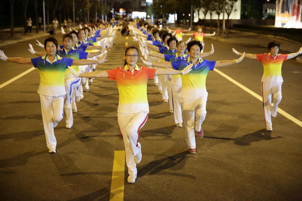 广场舞对身体有什么好处?高血压可以跳广场舞吗?